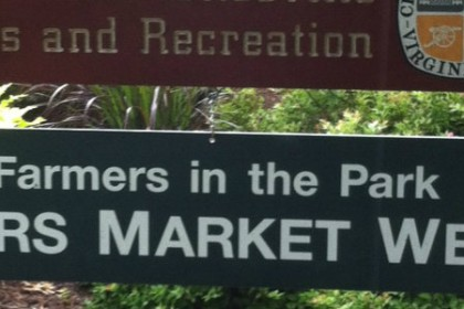 Sign with Farmers in the Park and operating hours of Wednesday 3-7