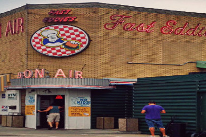 The outside front of Fast Eddie's Bon-Air
