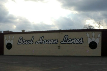 Beige cindar block building with Bowl Haven Lanes in white lettering