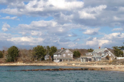 Woods Hole Inn easy walking distance to Stoney Beach