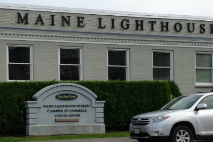 White building with 8 windows and Maine Lighthouse Museum in black letters