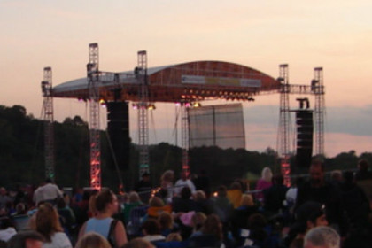 the outdoor stage at Art Park and the crowds waiting for the concert to begin