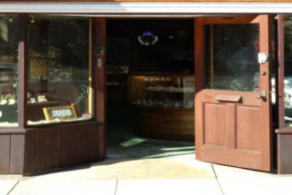Storefront of Ken's Jewelry