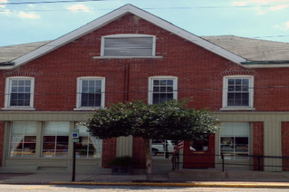 Outside of Prairie Peddler Antiques, red building with white trim